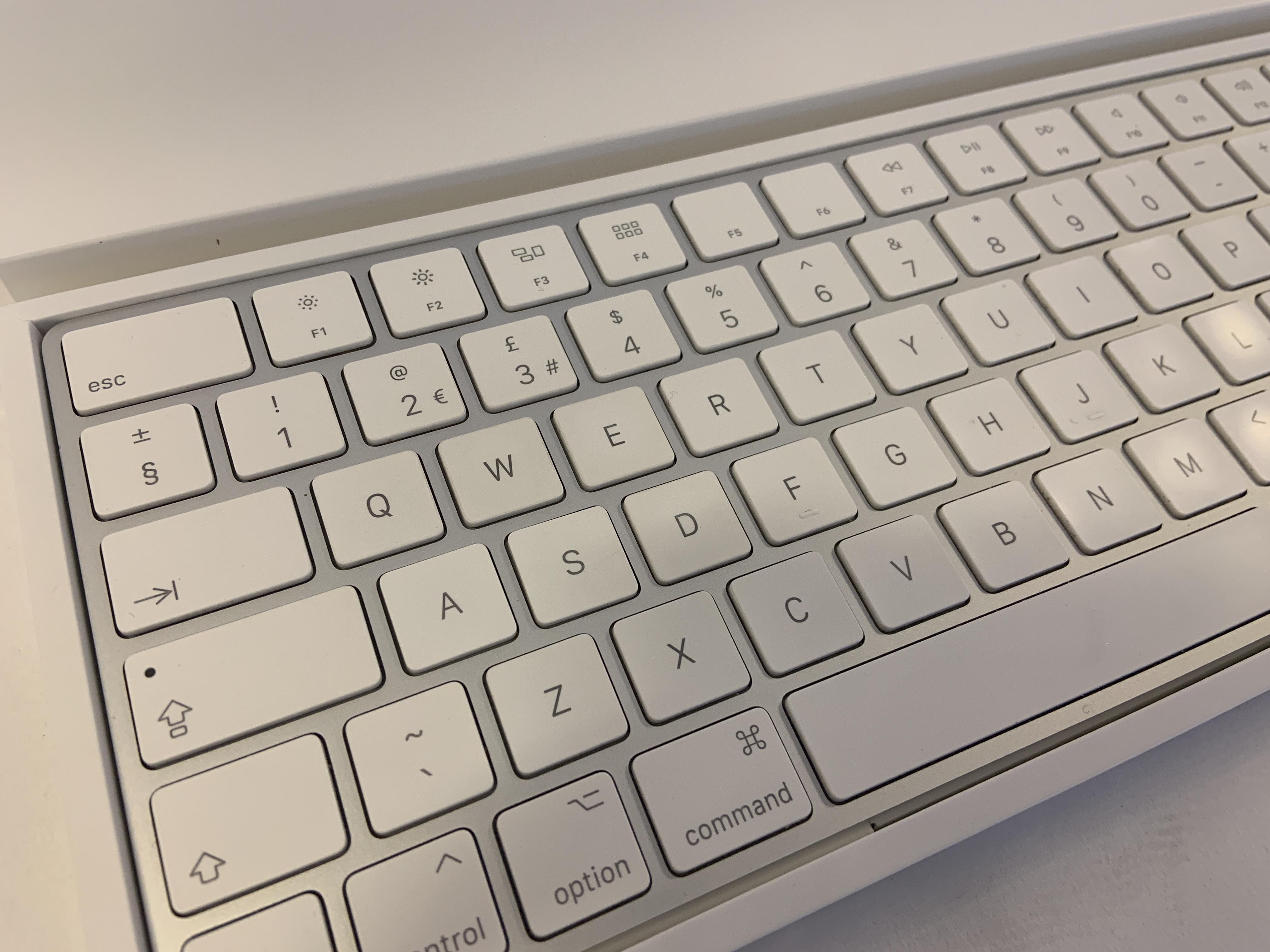 "iMac 27"" Retina 5K Mid 2017 (Intel Quad-Core i5 3.8 GHz 32 GB RAM 2 TB Fusion Drive), Intel Quad-Core i5 3.8 GHz, 32 GB RAM, 2 TB Fusion Drive, image 4"