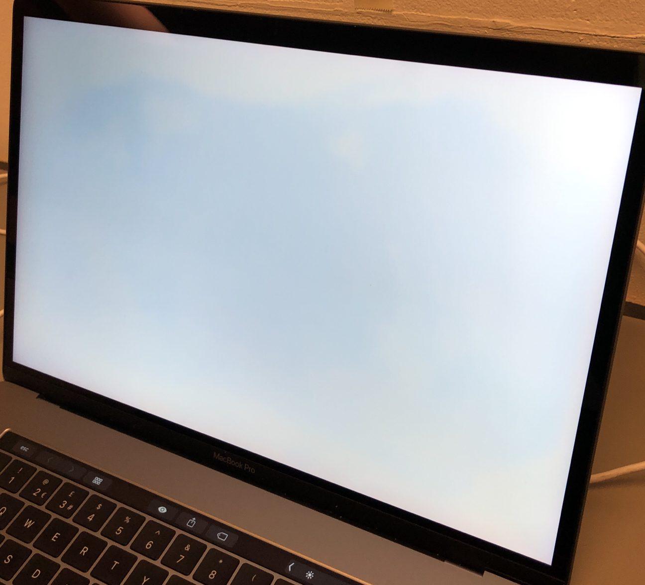 "MacBook Pro 15"" Touch Bar Mid 2017 (Intel Quad-Core i7 2.8 GHz 16 GB RAM 256 GB SSD), Space Gray, Intel Quad-Core i7 2.8 GHz, 16 GB RAM, 256 GB SSD, image 3"