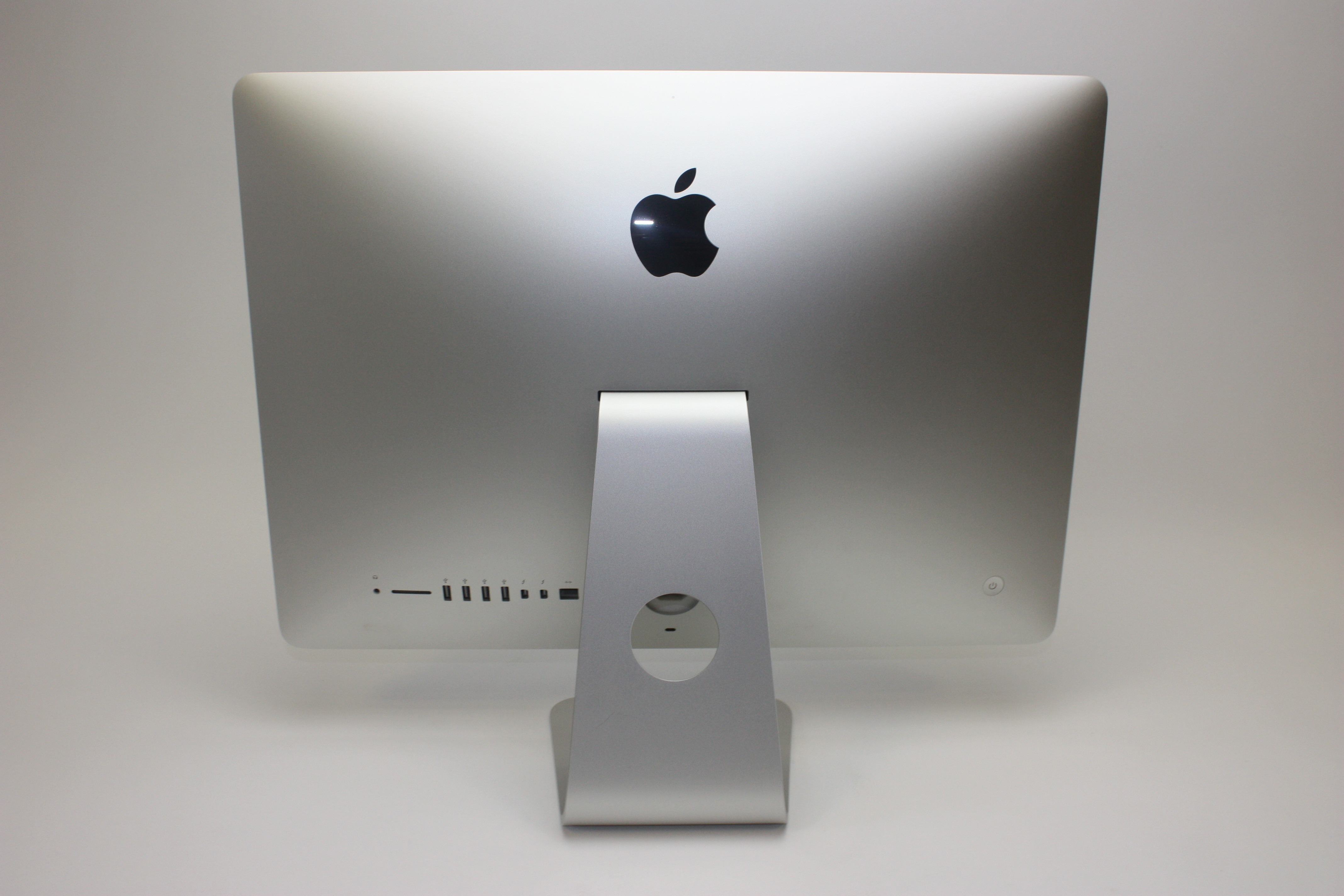 iMac (21.5-inch Late 2015), 1.6 GHz Intel Core i5, 8 GB 1867 MHz DDR3, 1 TB SATA Disk, Product age: 31 months, image 4