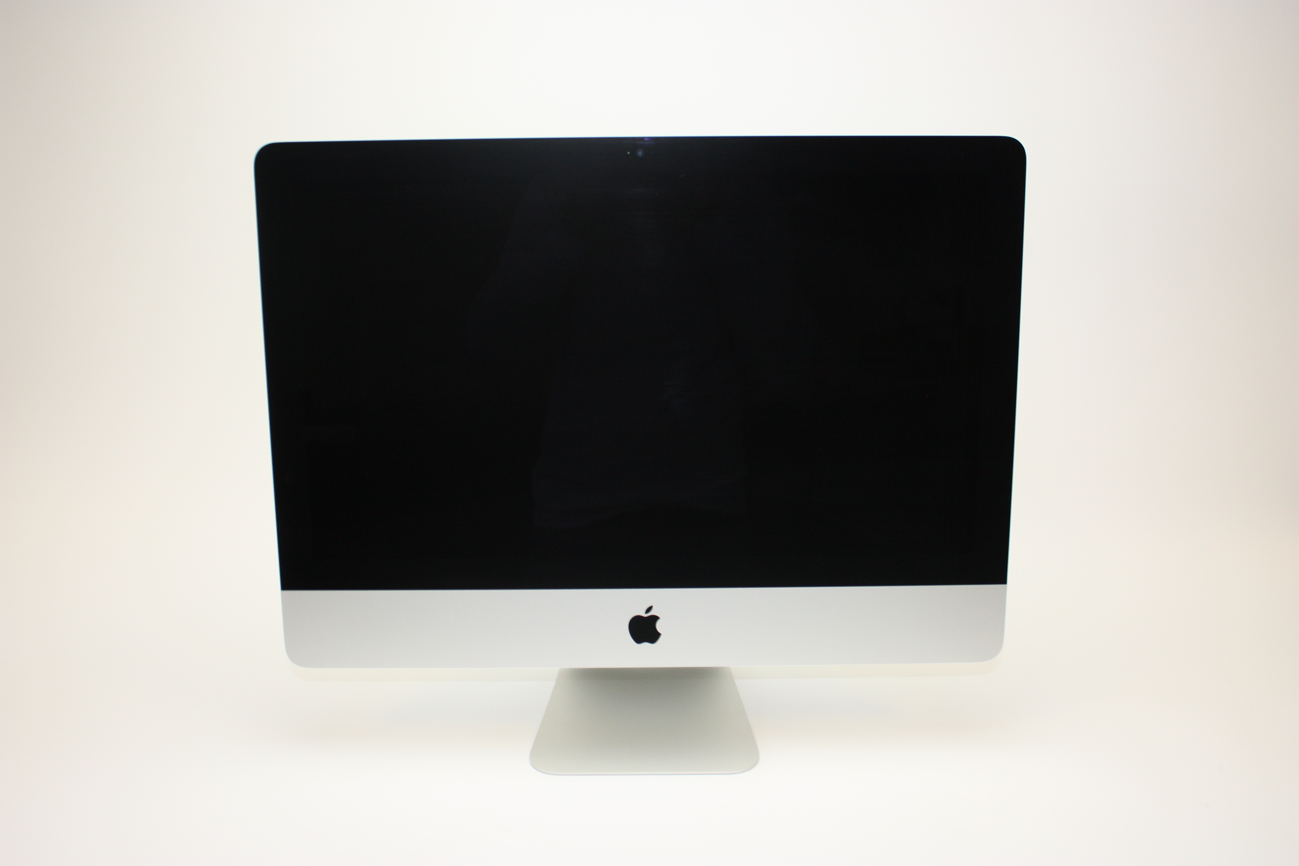 iMac (21.5-inch Late 2015), 1.6 GHz Intel Core i5, 8 GB 1867 MHz DDR3, 1 TB SATA Disk, Product age: 31 months, image 1