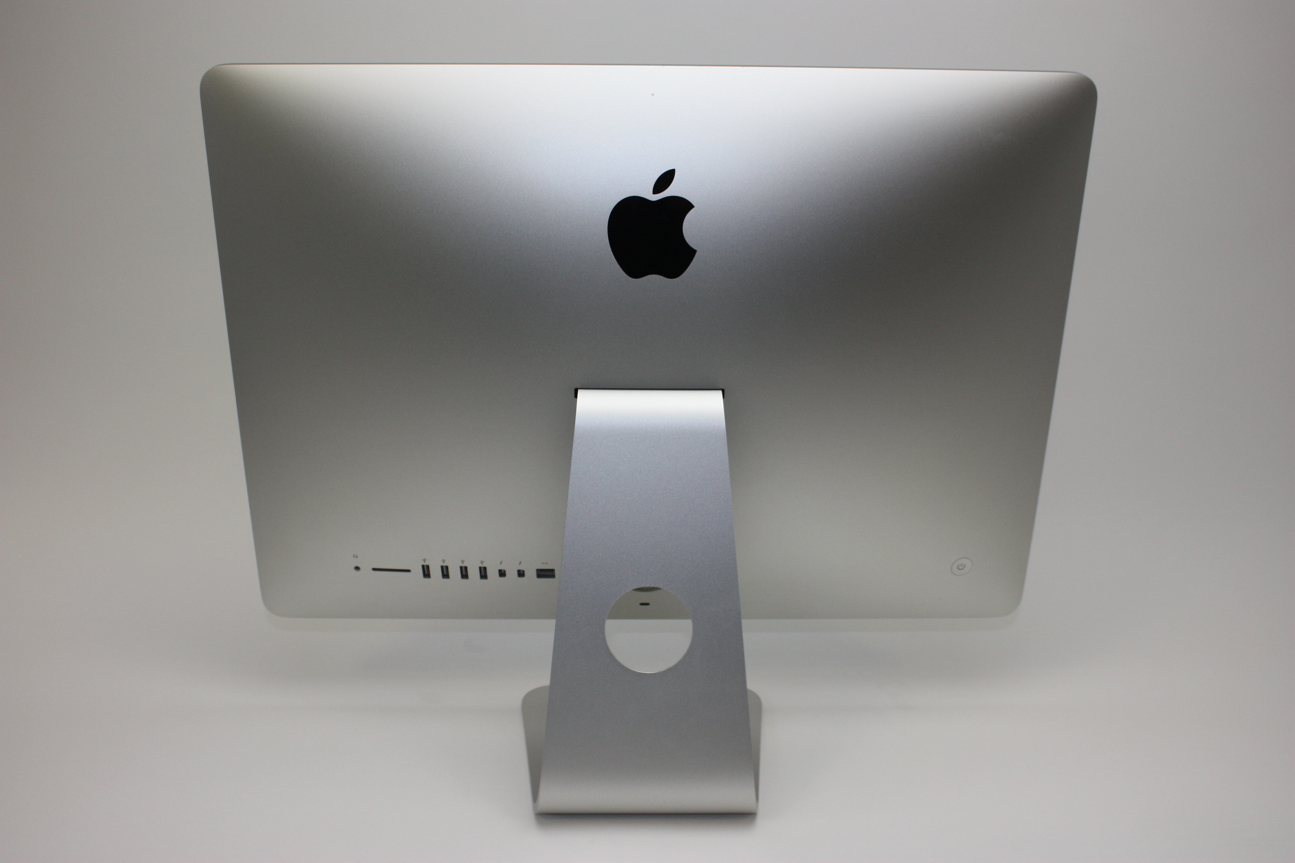 iMac 21.5-inch, 2.7 GHz Intel Core i5, 8 GB 1600 MHz DDR3, 1 TB SATA Disk, Product age: 52 months, image 3