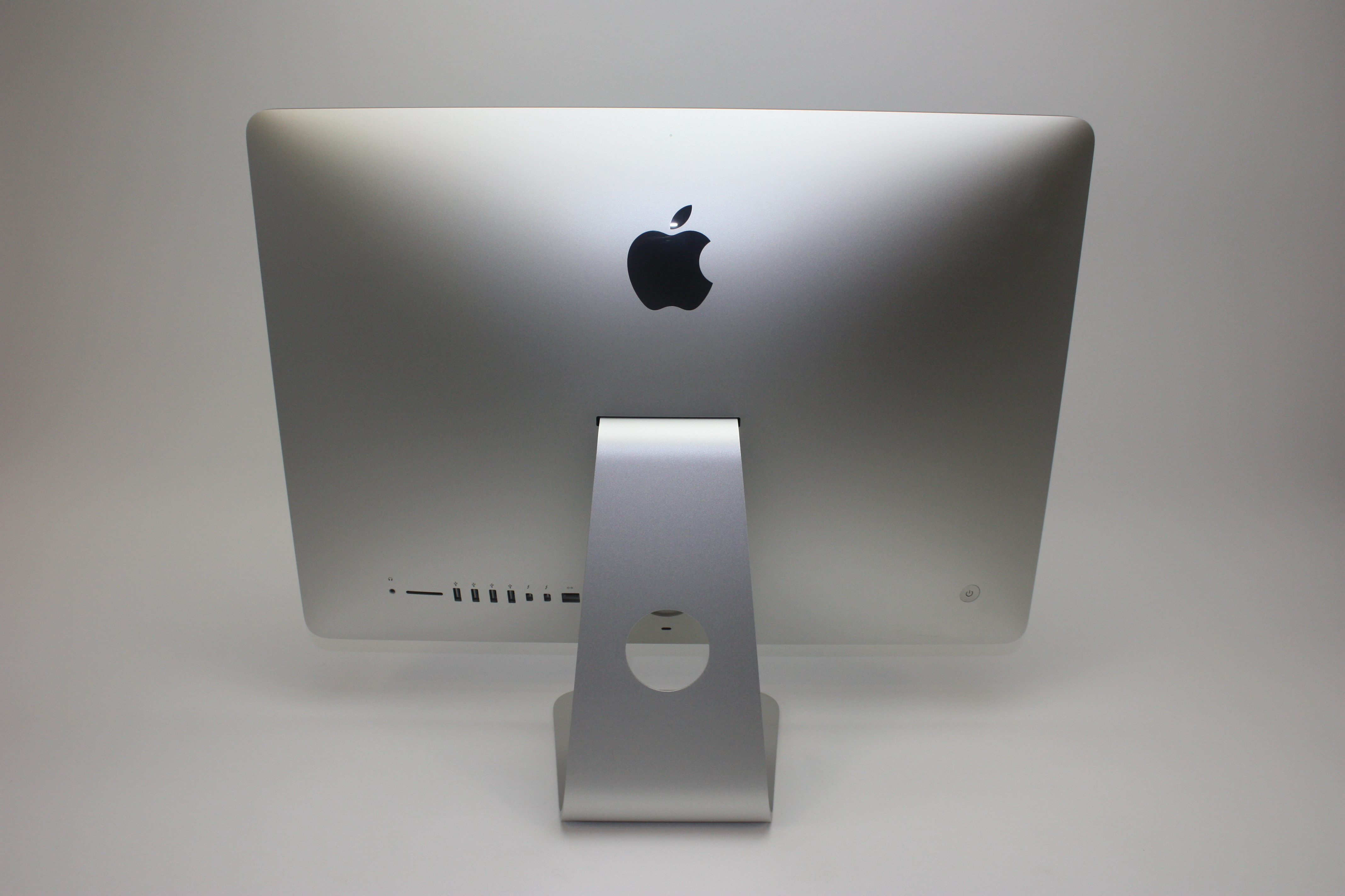 iMac (Retina 4K 21.5-inch Late 2015), 3.1 GHz Intel Core i5, 8 Gb 1867 MHz DDR3, 1 TB SATA Disk, Product age: 26 months, image 4