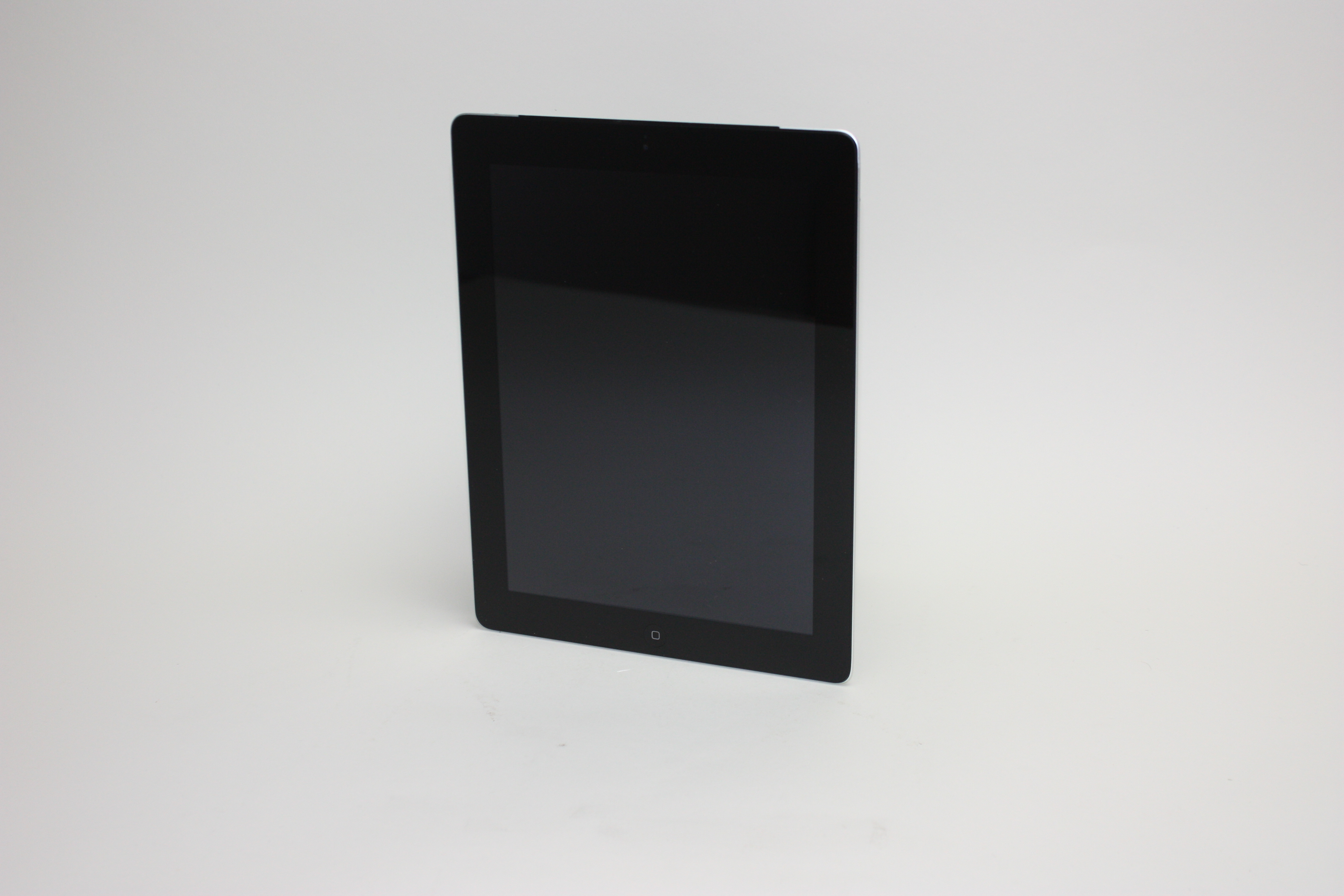 iPad 4th gen Cellular, 32 GB, Black, Product age: 49 months, image 1