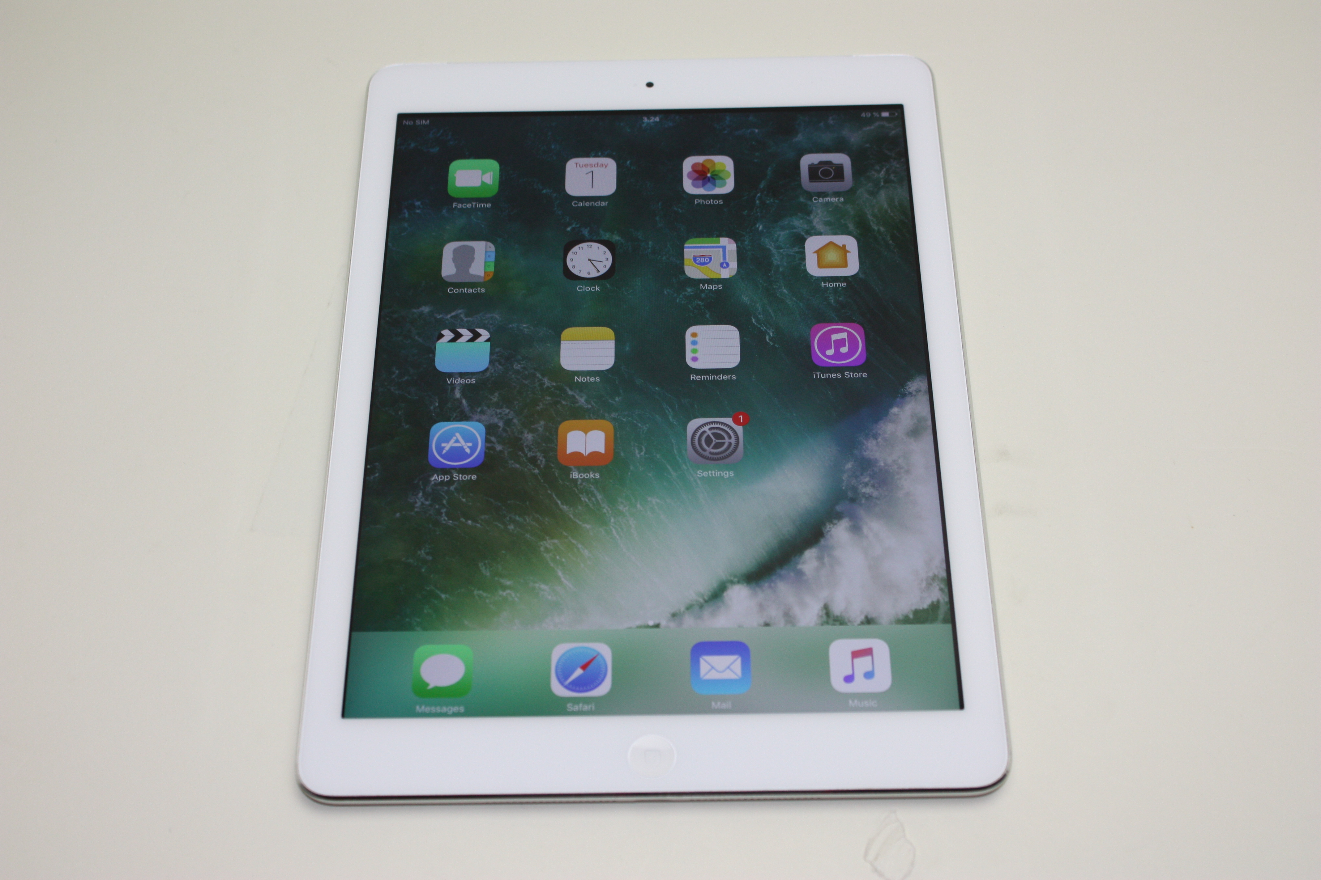 iPad Air (Wi-Fi + 4G), 32GB Storage, Silver, Product age: 37 months, image 1