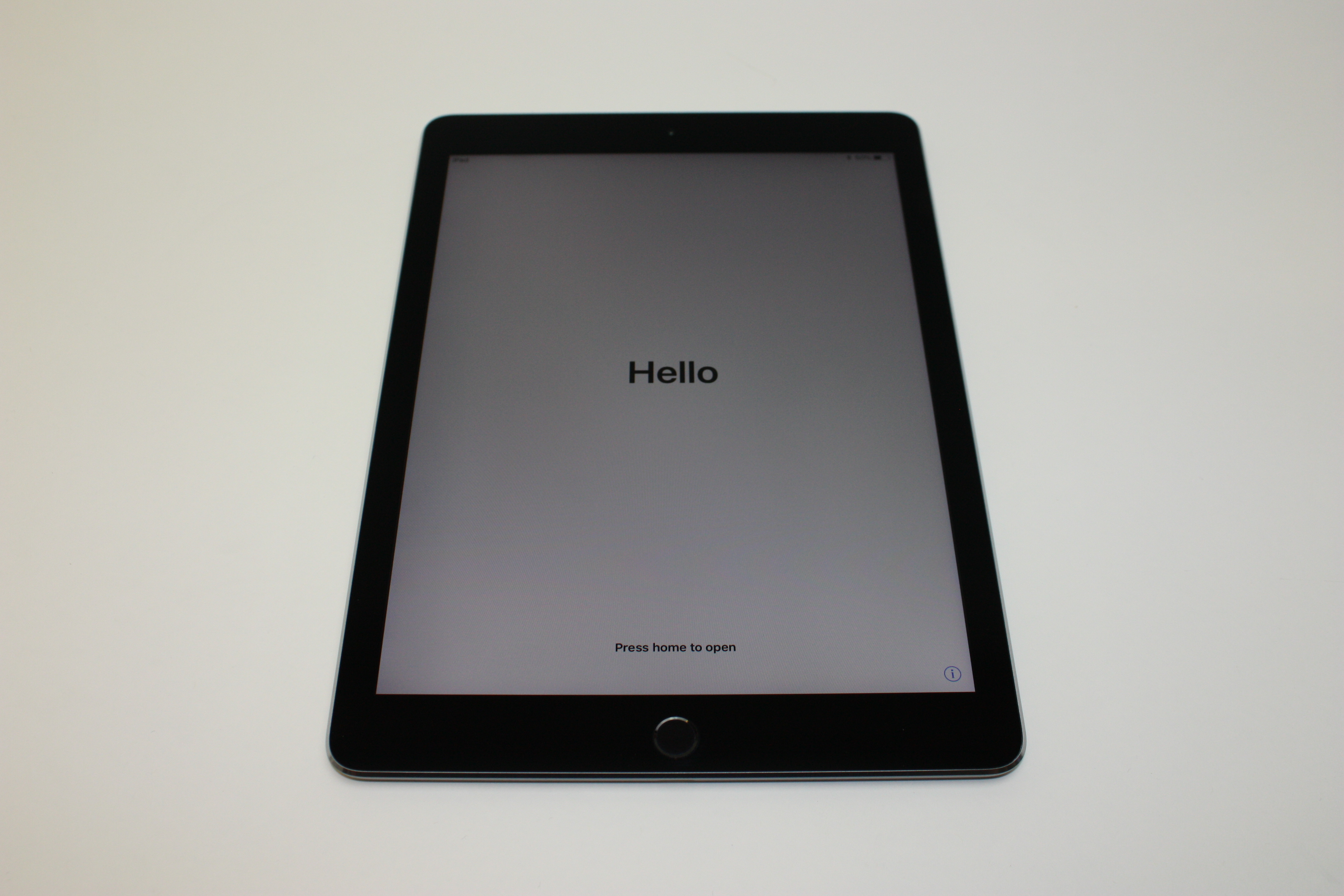 iPad Pro 9.7-inch (Wi-Fi), 32 GB, Space Grey, Product age: 22 months, image 1