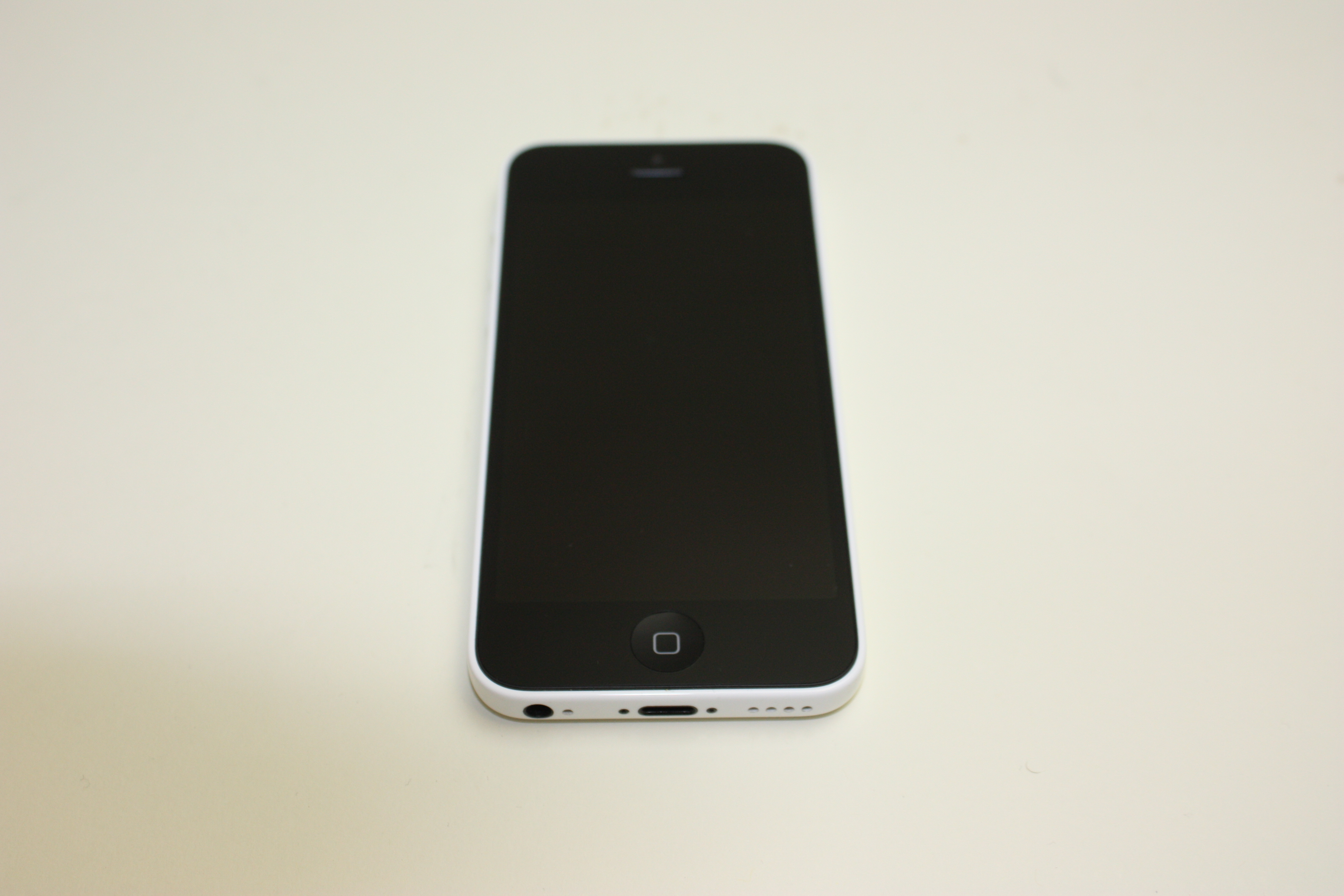 iPhone 5c, 8 GB, White, Product age: 35 months, image 1