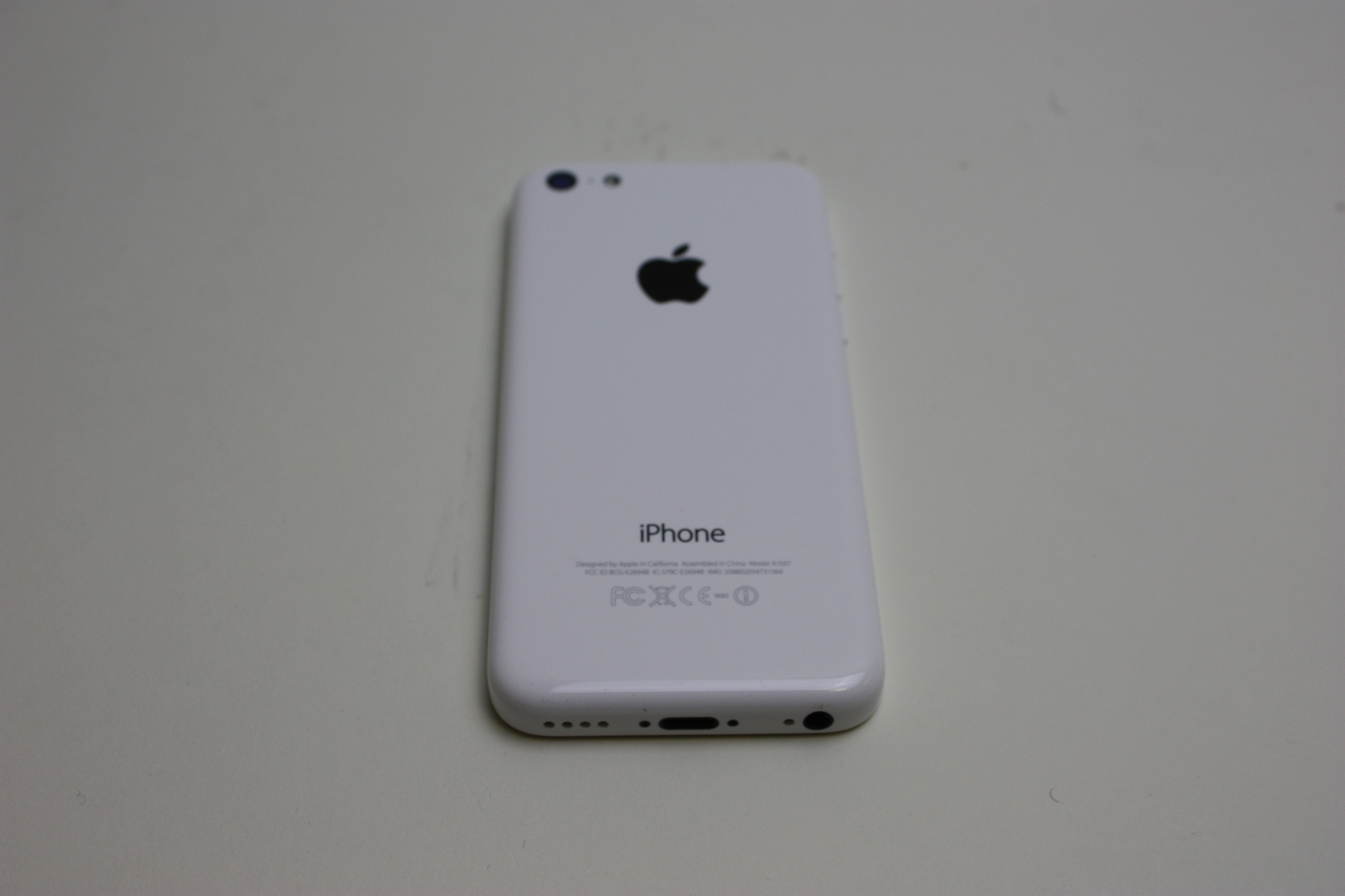 iPhone 5c, 8 GB, White, Product age: 35 months, image 2