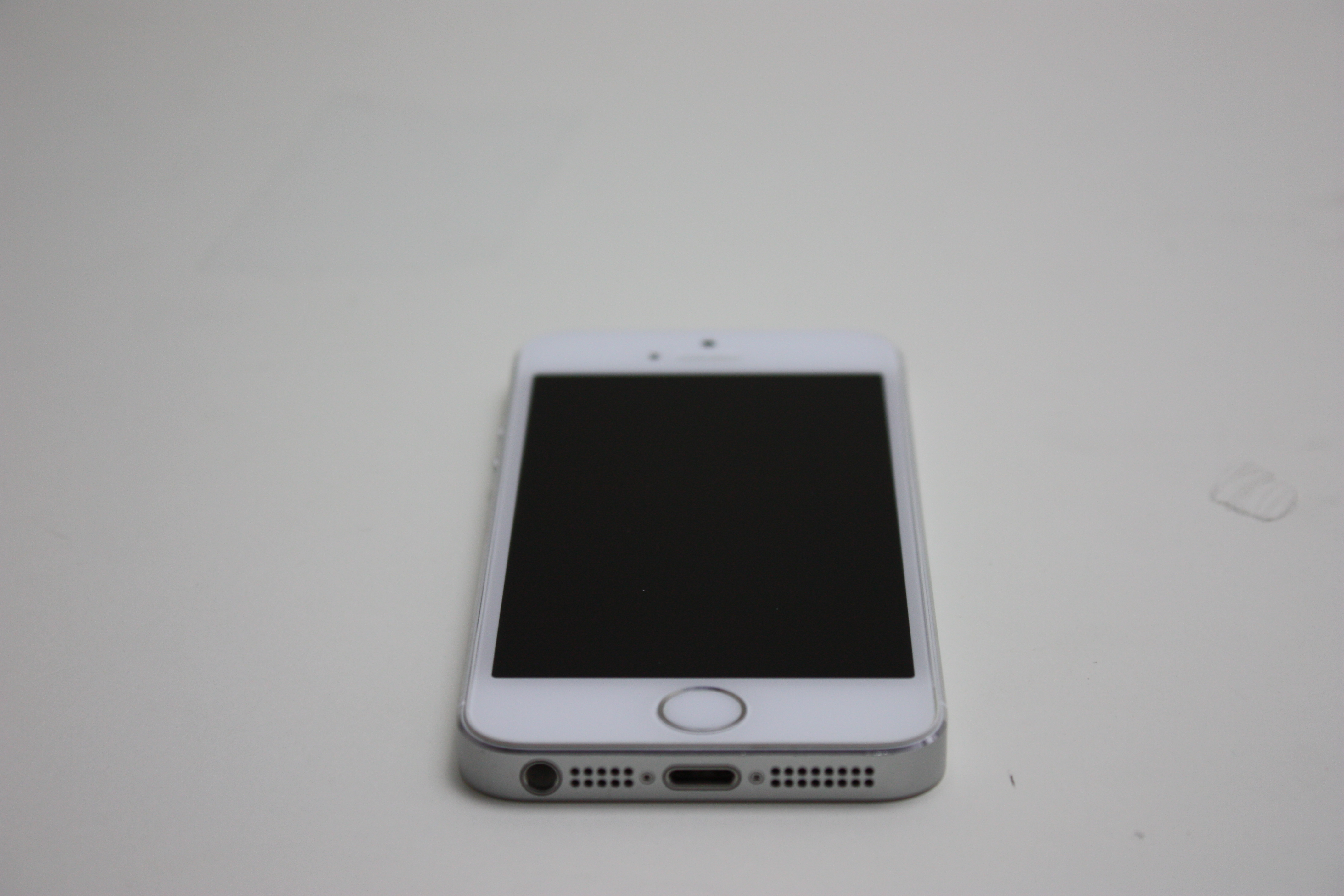 iPhone 5S, 16 GB, White/Silver, Product age: 40 months, image 1