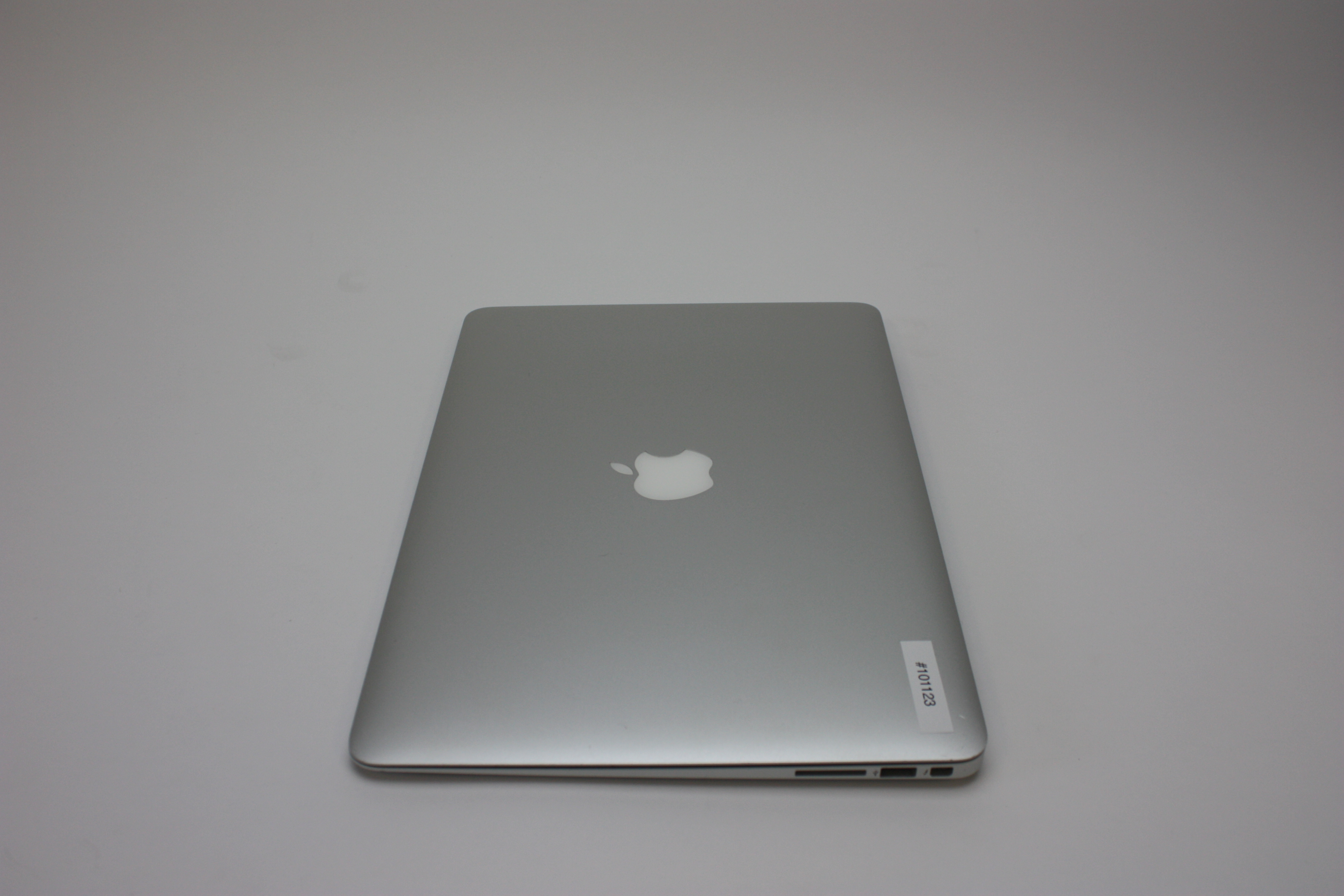 MacBook Air 13-inch, 1.4 GHz Intel Core i5, 4 GB 1600 MHz DDR3, 128 GB Flash Storage, Product age: 43 months, image 7