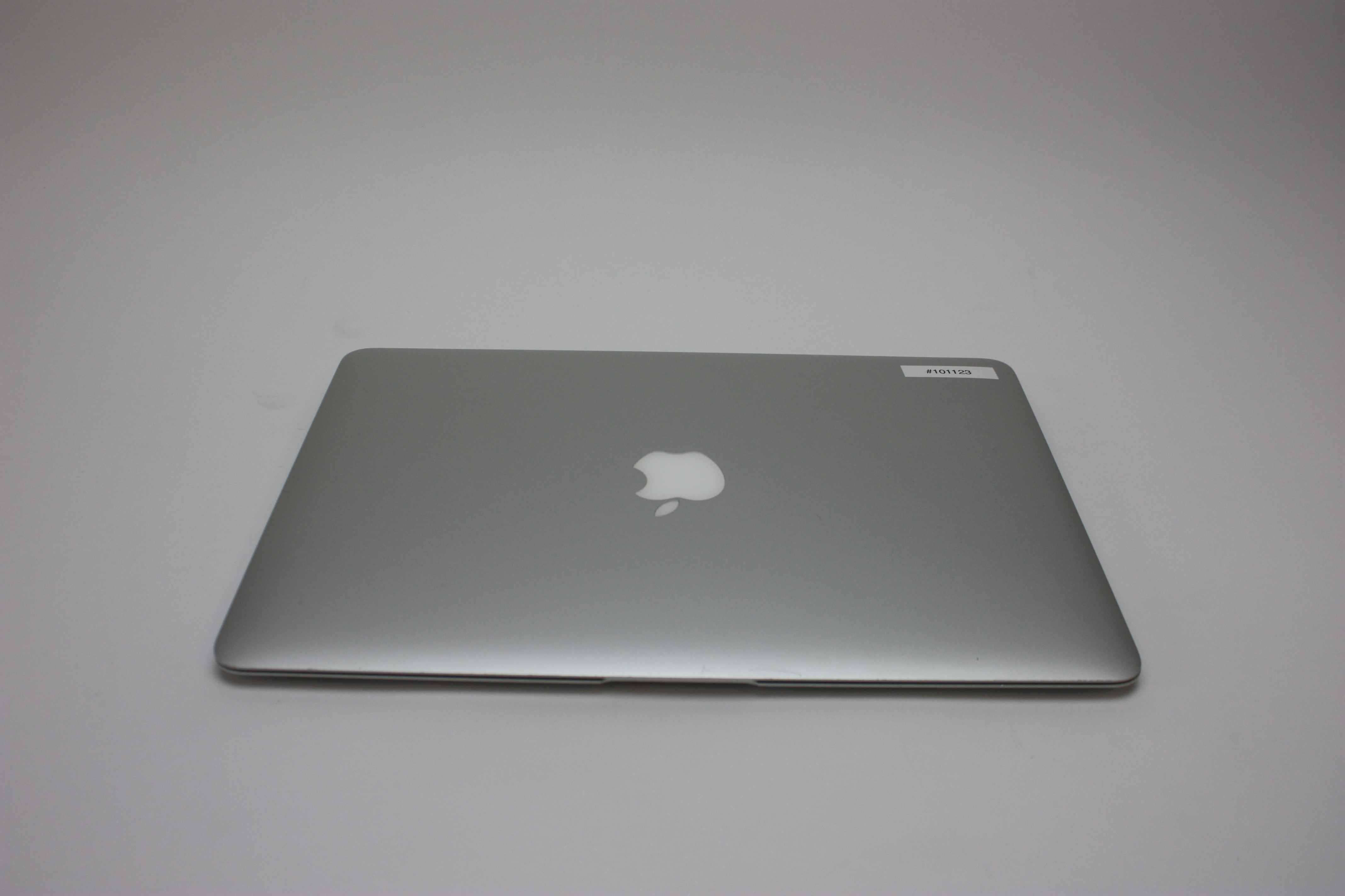 MacBook Air 13-inch, 1.4 GHz Intel Core i5, 4 GB 1600 MHz DDR3, 128 GB Flash Storage, Product age: 43 months, image 4