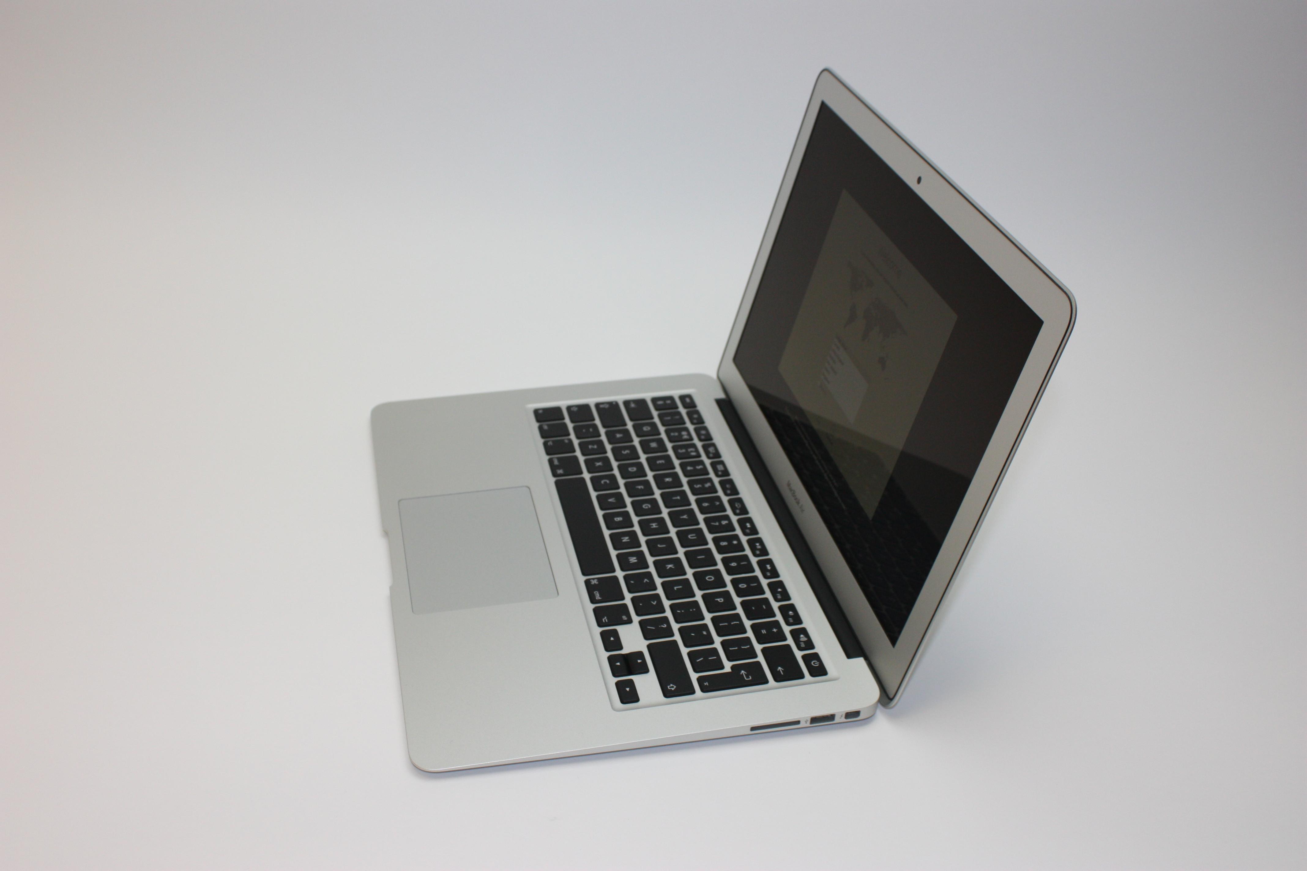 MacBook Air 13-inch, 1.8 GHz Core i5 (I5-5350U), 8 GB 1600 MHz DDR3, 128 GB Flash Storage, image 2
