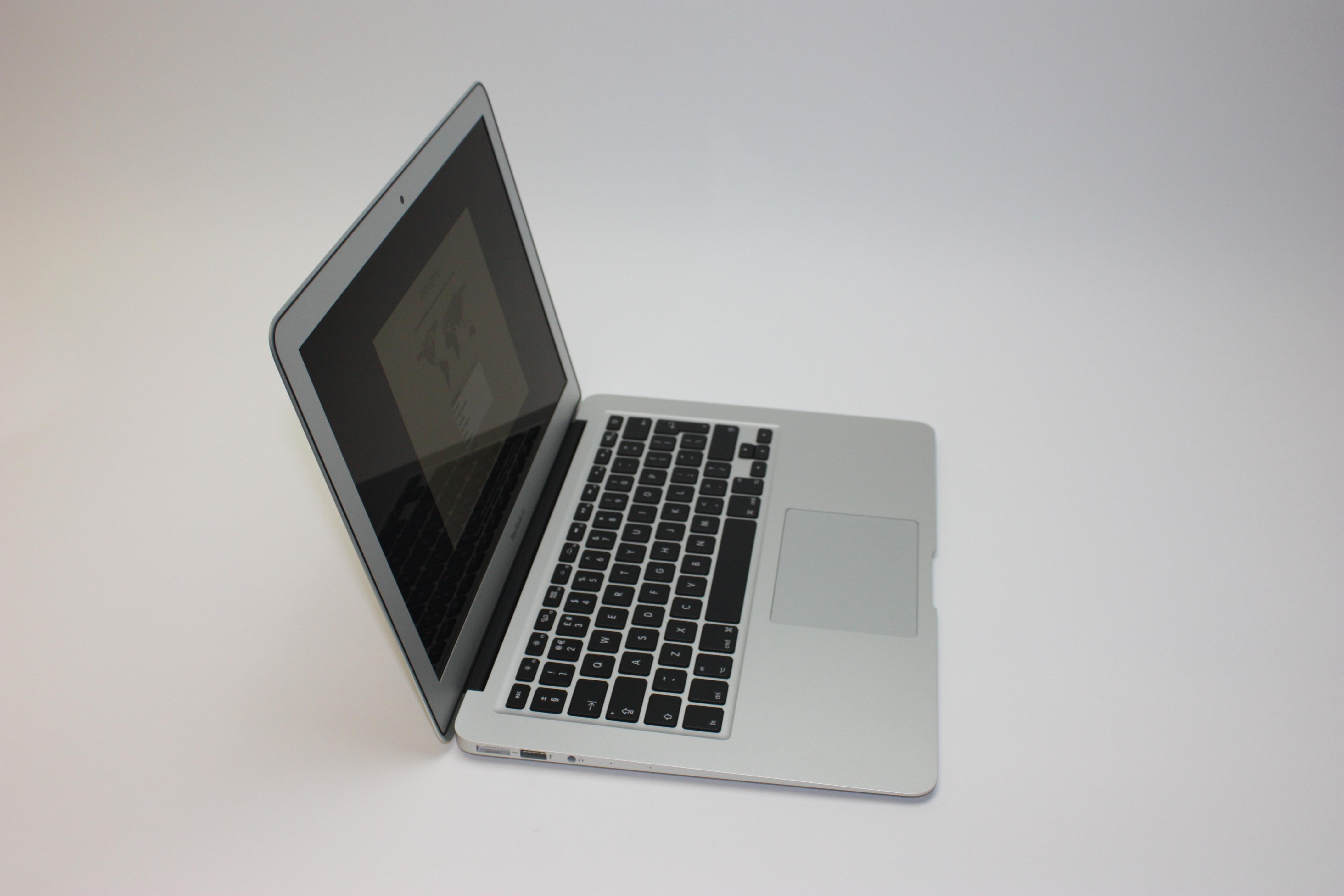 MacBook Air 13-inch, 1.8 GHz Core i5 (I5-5350U), 8 GB 1600 MHz DDR3, 128 GB Flash Storage, image 3
