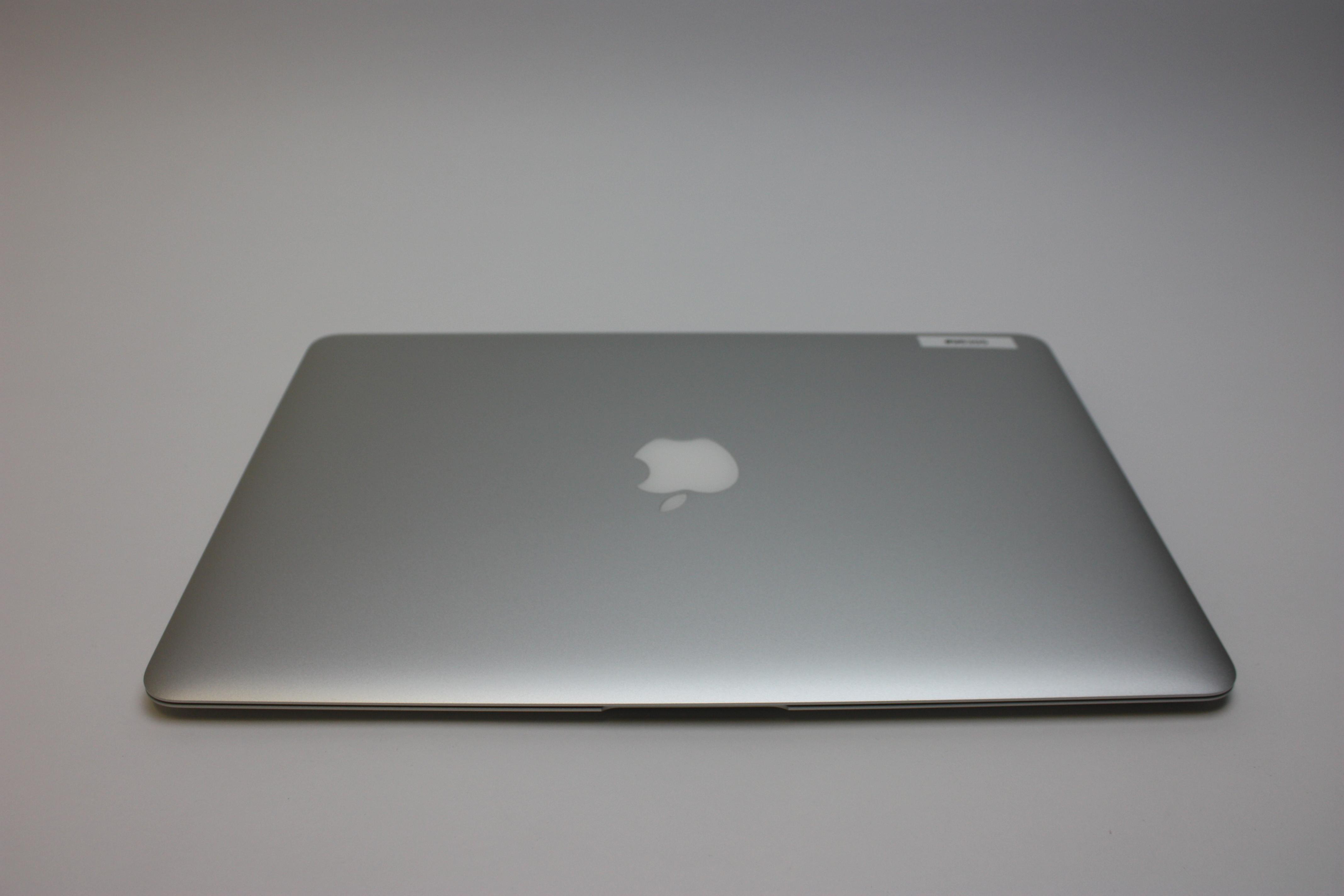 MacBook Air 13-inch, 1.8 GHz Core i5 (I5-5350U), 8 GB 1600 MHz DDR3, 128 GB Flash Storage, image 4