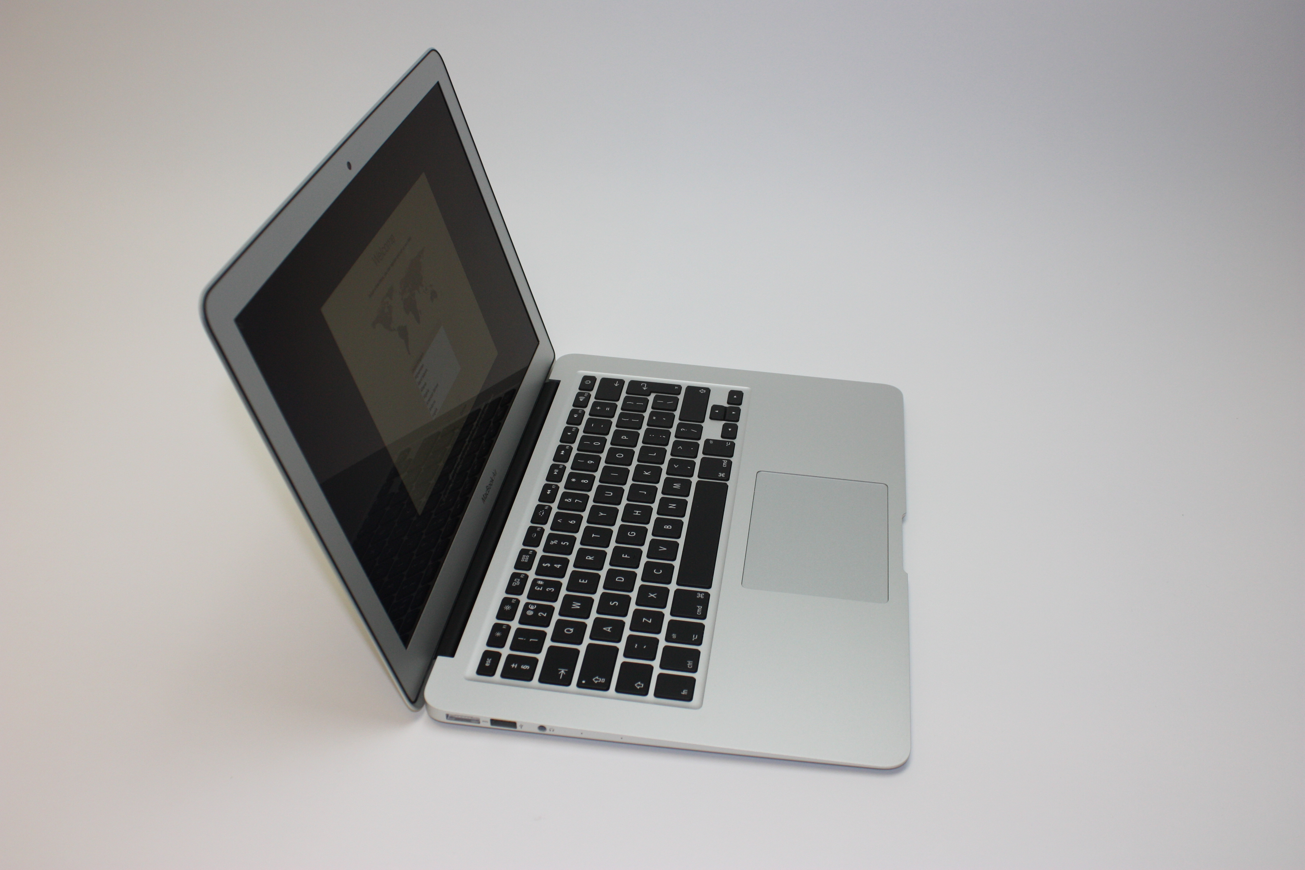 MacBook Air 13-inch, 1.6 GHz Core i5 (I5-5250U), 8 GB 1600 MHz DDR3, 128 GB Flash Storage, image 3