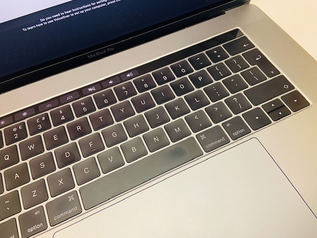 "MacBook Pro 15"" Touch Bar Late 2016 (Intel Quad-Core i7 2.7 GHz 16 GB RAM 512 GB SSD), Space Gray, Intel Quad-Core i7 2.7 GHz, 16 GB RAM, 512 GB SSD, image 5"